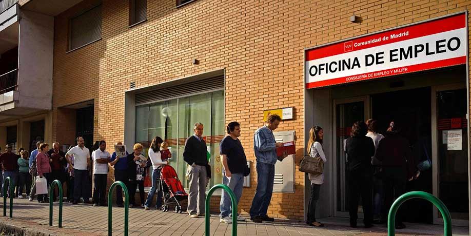 El paro desciende un 2,12% en Madrid, pero sube en casi toda España