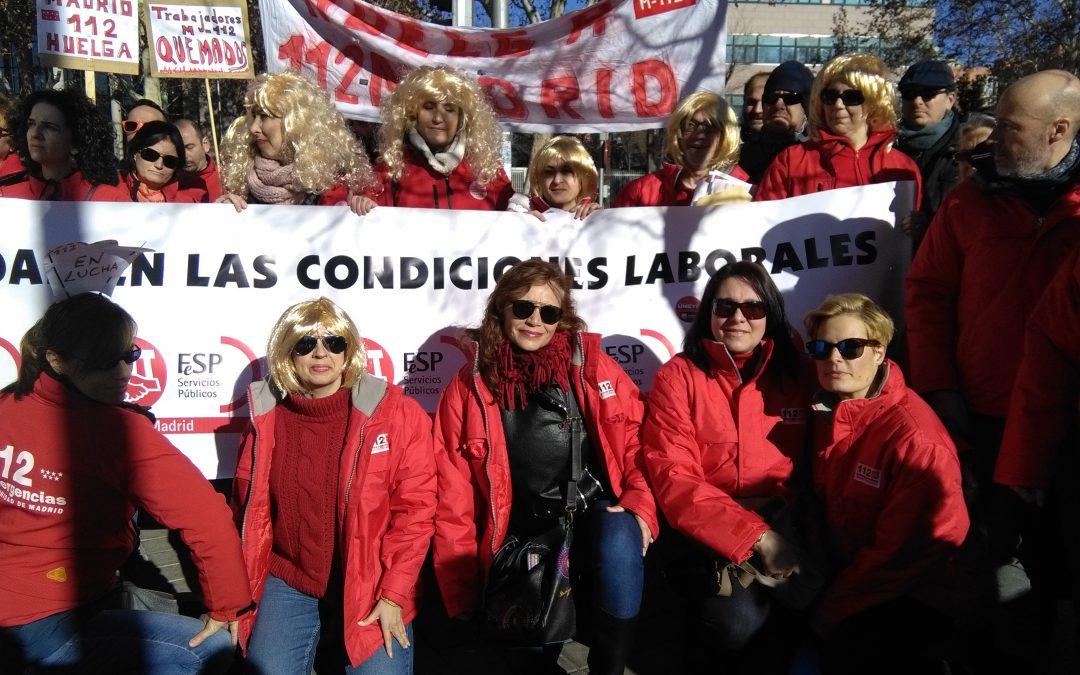Emergencias 112 en la puerta de la Asamblea de Madrid