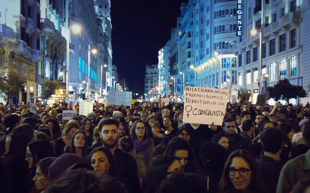 Miles de personas pintaron de violeta las calles de Madrid