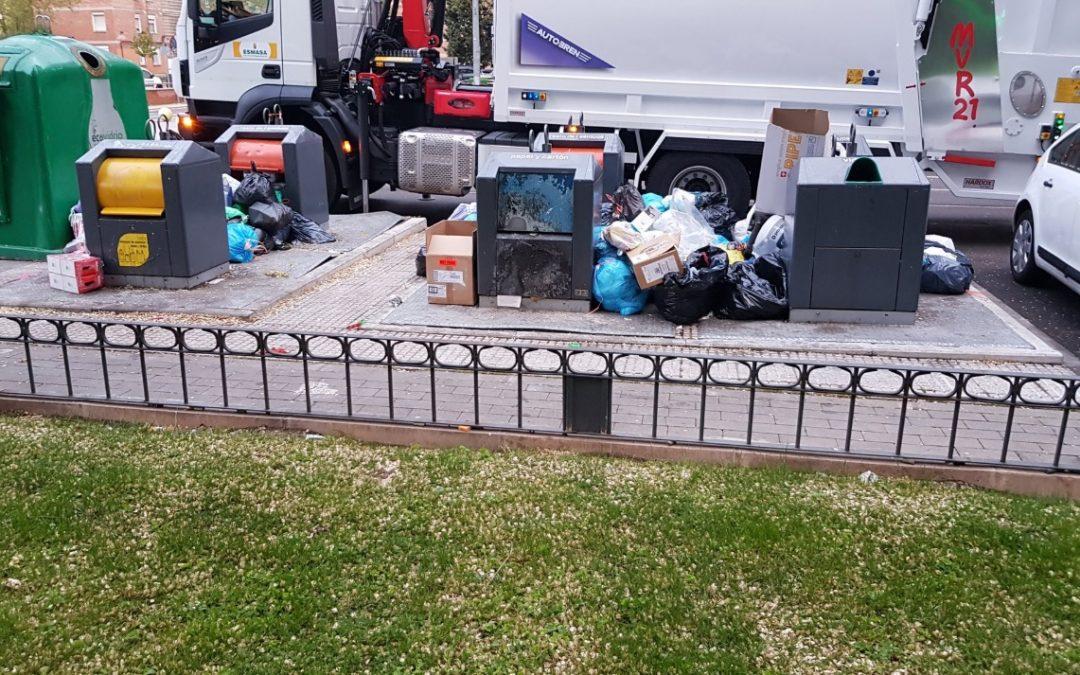 La basura se acumula en Alcorcón.