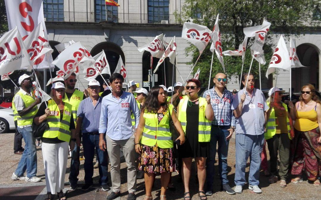 USO-Madrid se concentra frente al Ministerio de Trabajo para apoyar la huelga de Ryanair marcada por retrasos y denuncias por esquirolaje