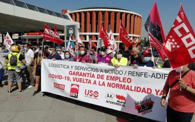 USO-Madrid se concentra en Atocha para exigir que los trabajadores del servicio a bordo de Renfe salgan del ERTE