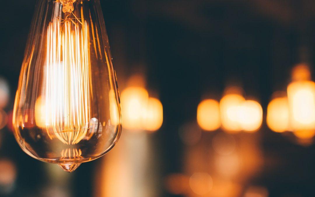 El decreto del Gobierno para atajar la subida del precio de la luz llega tarde y es insuficiente